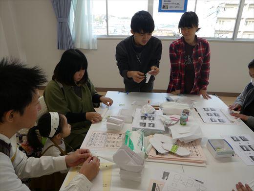 学生ボランティアによるワークショップ 防災用品作り